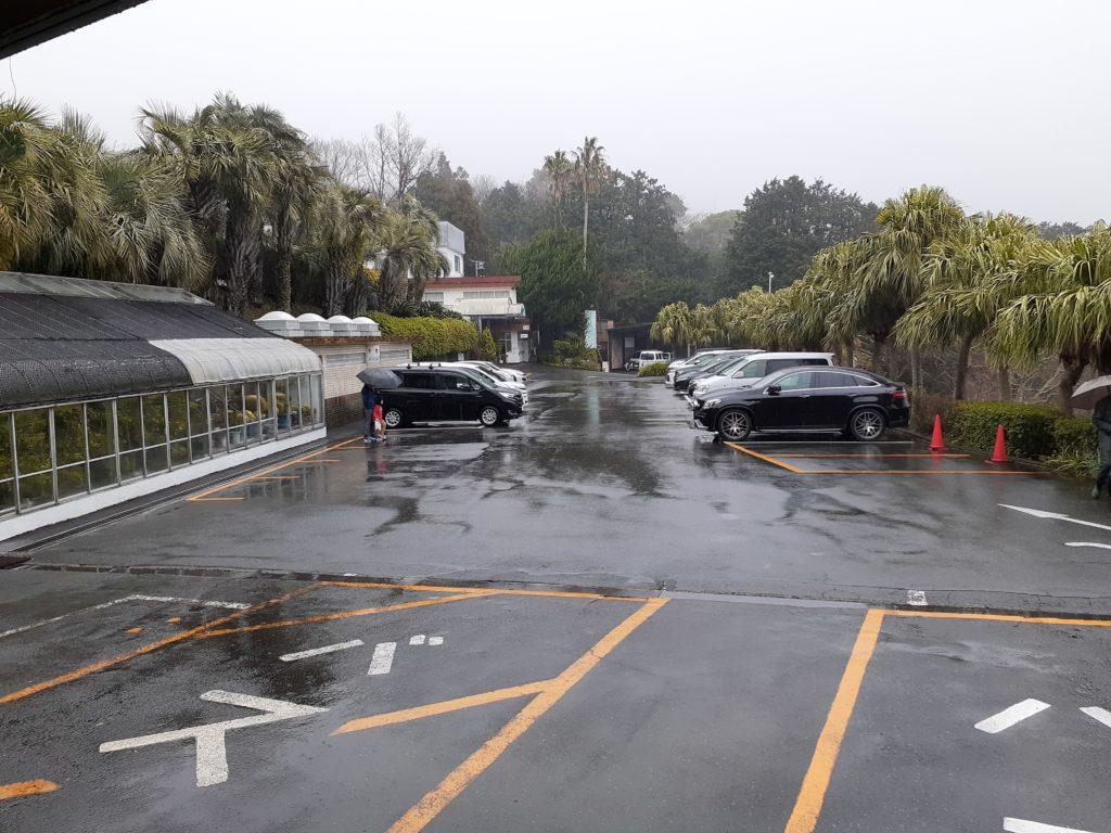バナナワニ園の駐車場
