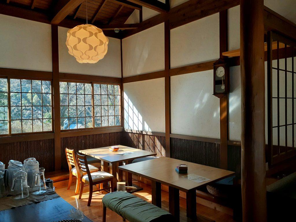 石畳茶屋meguri座席 旧東海道のカフェ