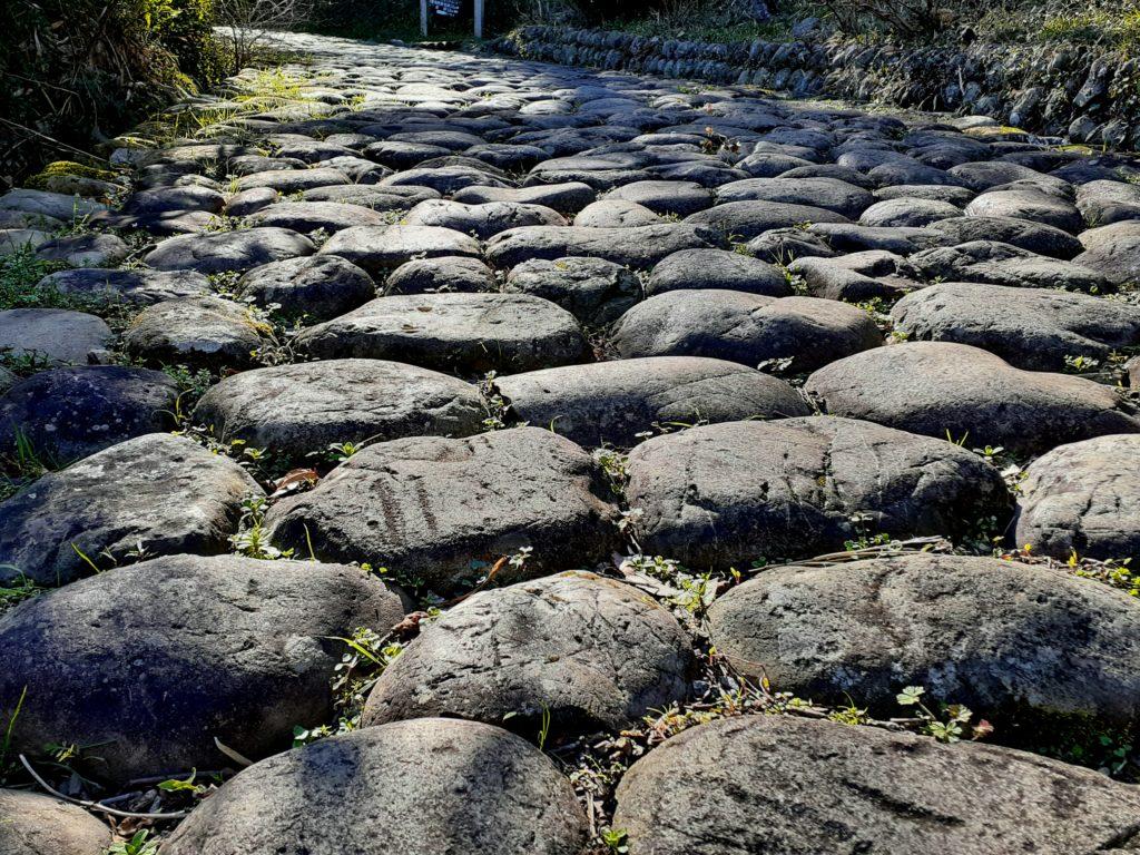 東海道の金谷坂の石畳