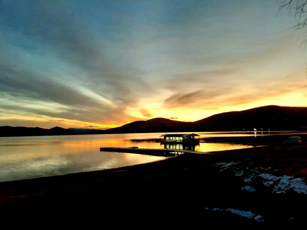 山中湖の朝日