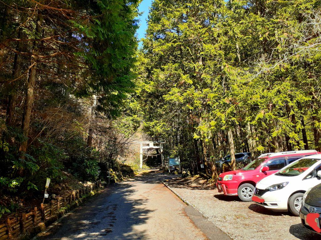 竜爪山の登山、駐車場