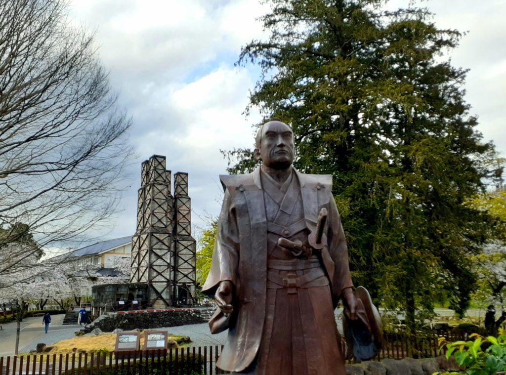 韮山反射炉の生みの親の江川英龍の銅像