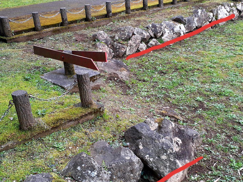 丹那断層の横ずれ石垣