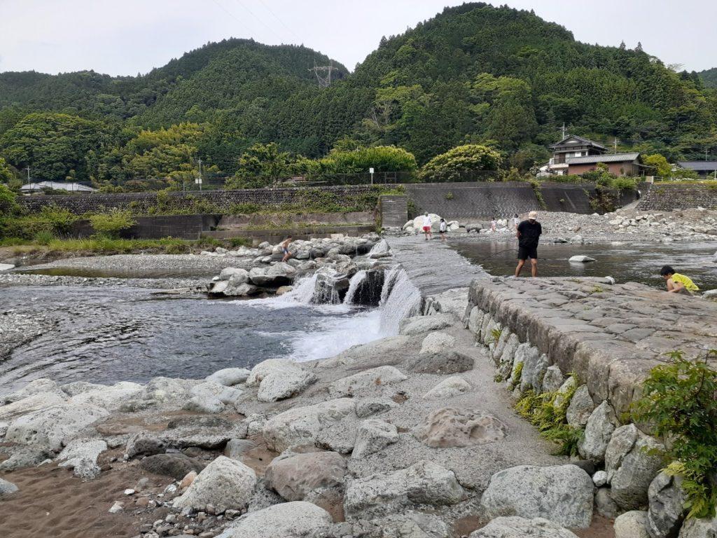 福士川オートキャンプ場、川遊び