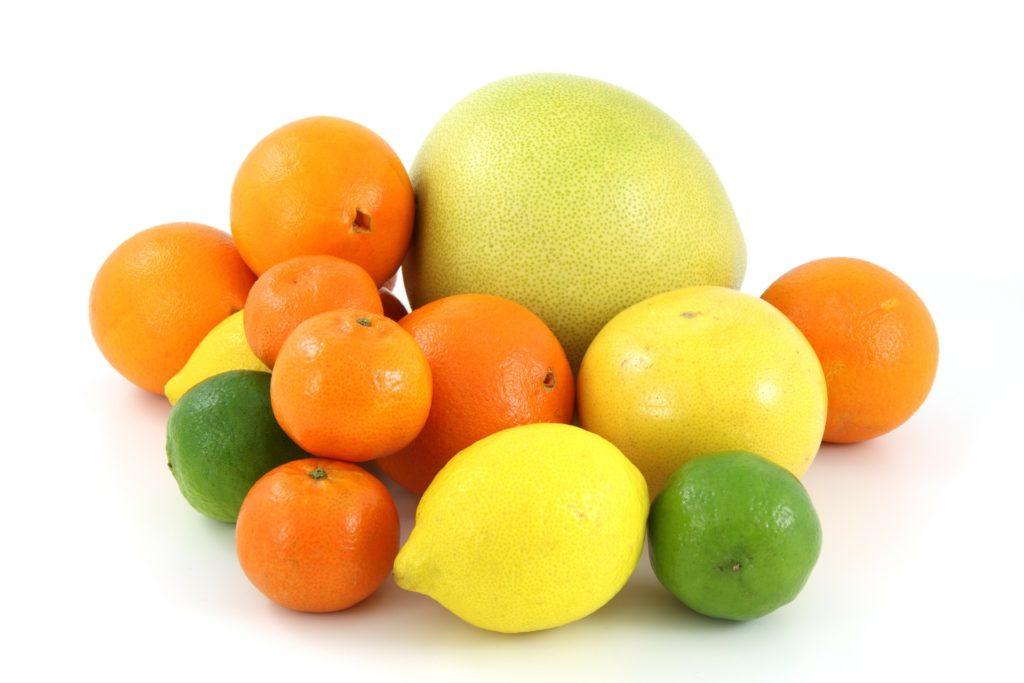 疲労回復にレモンやライムの柑橘類