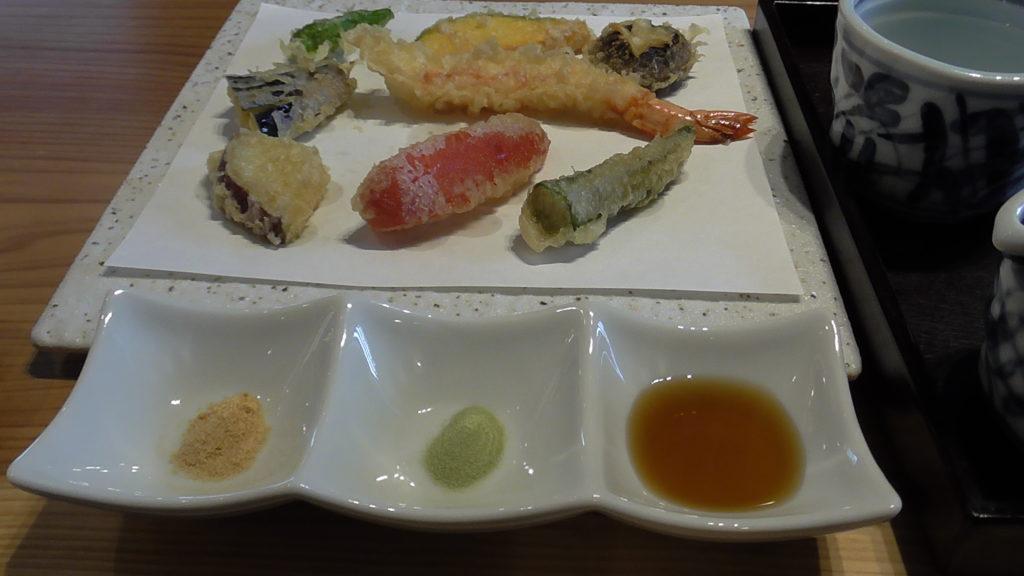 信州城下そばと天ぷら 「やまとう」 天ぷら盛り合わせ