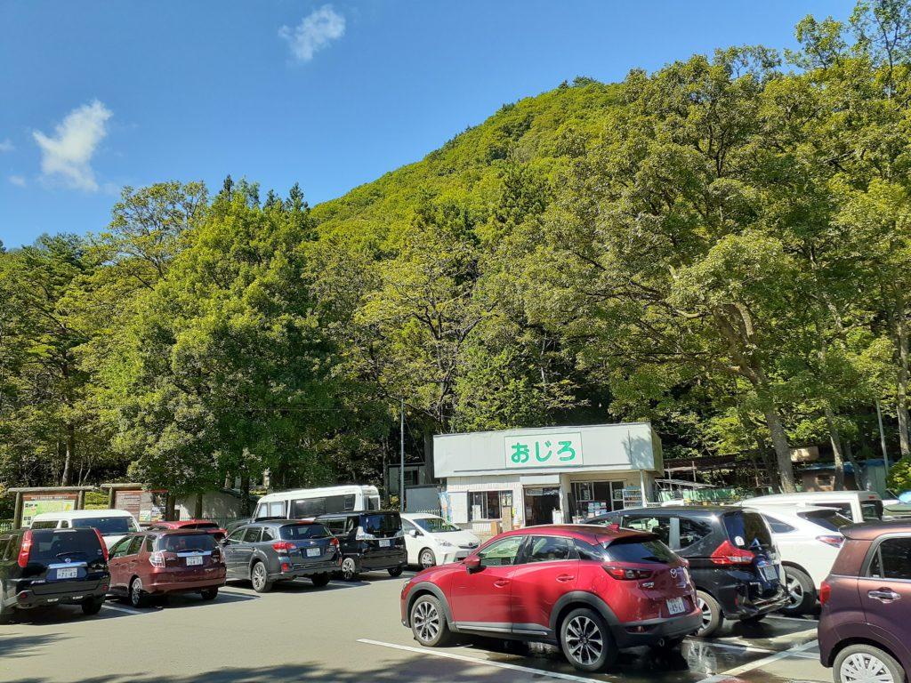 尾白川渓谷駐車場から矢立石登山口