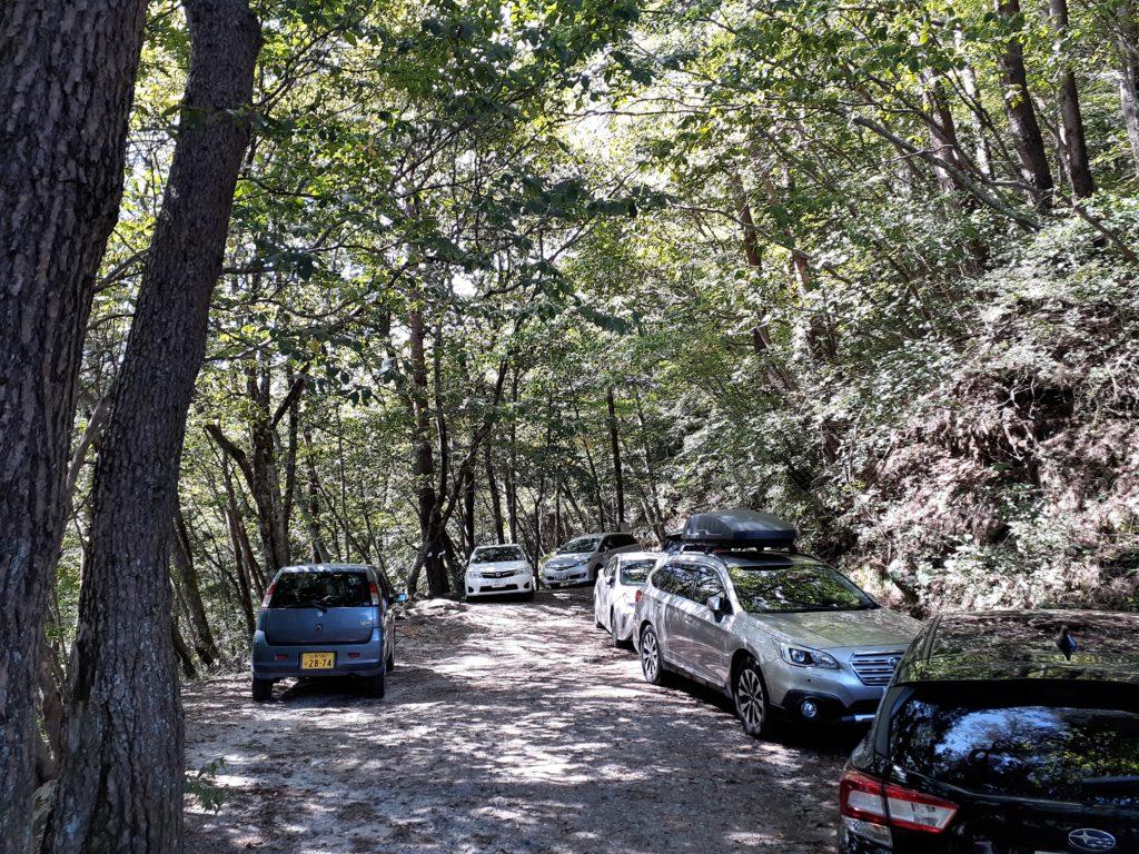 矢立石登山口駐車場