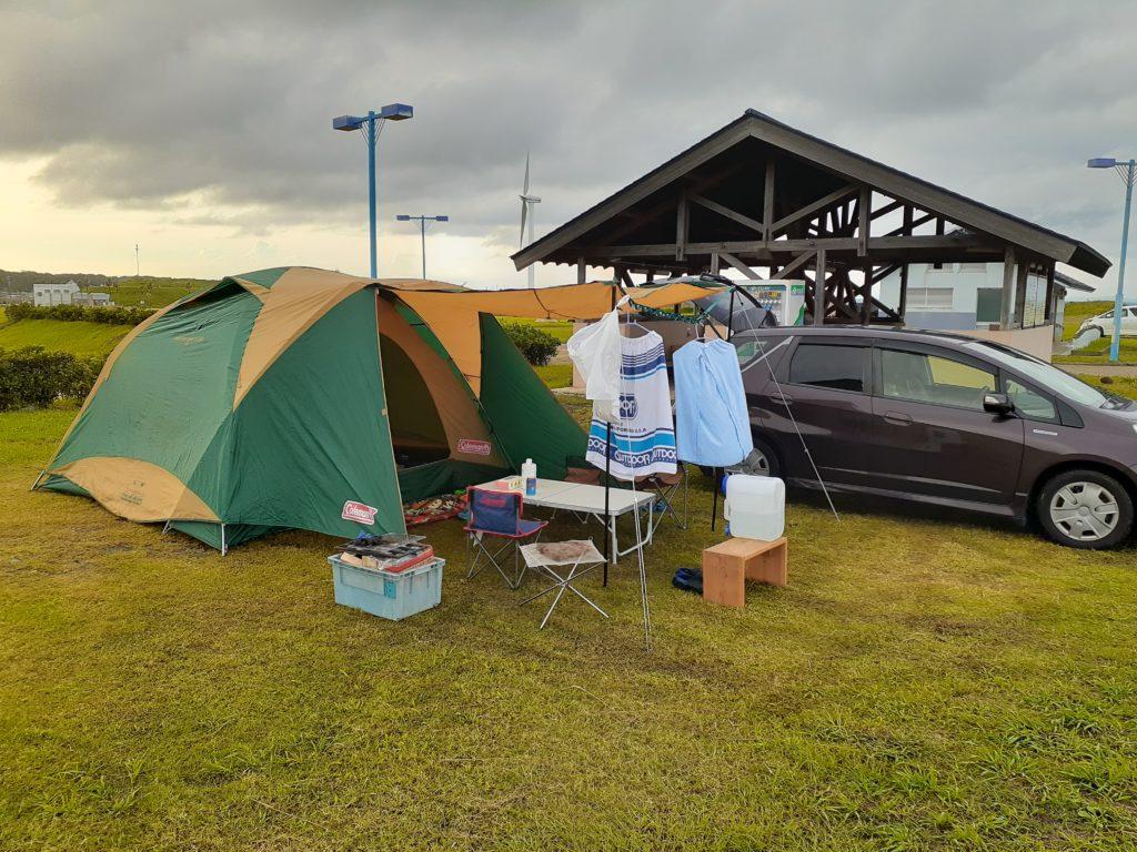 マリンパーク御前崎キャンプ場 テント張る
