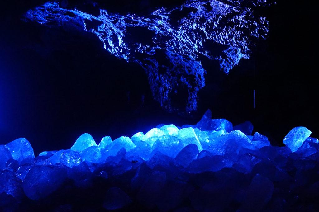 鳴沢氷穴 氷は春から夏が見どころ