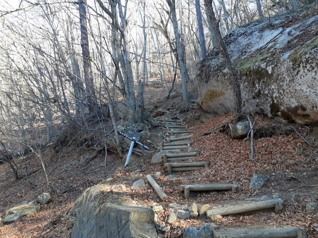 瑞牆山は初心者でも登れる日帰り登山 登山道は整備されている