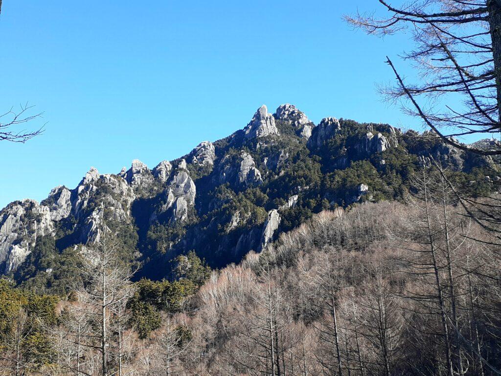 瑞牆山は初心者でも登れる日帰り登山 瑞牆山の全容