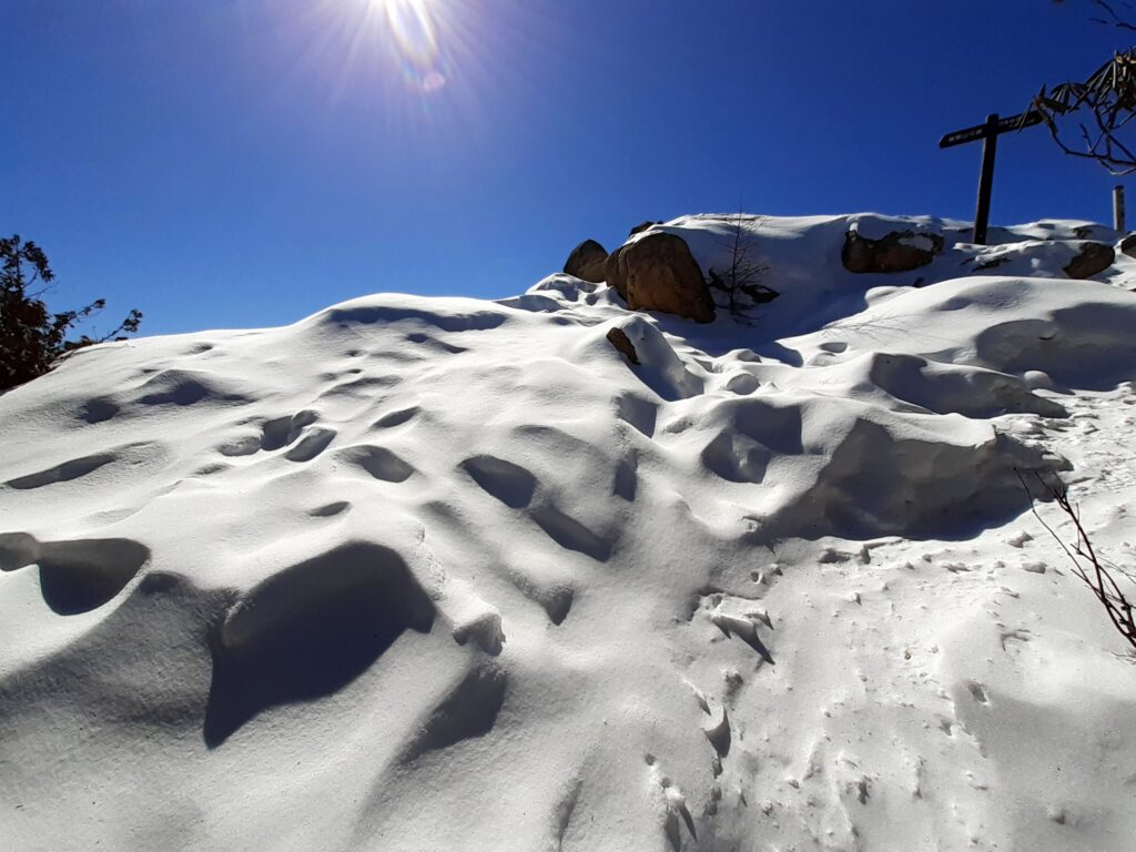 瑞牆山は初心者でも登れる日帰り登山 頂上の雪