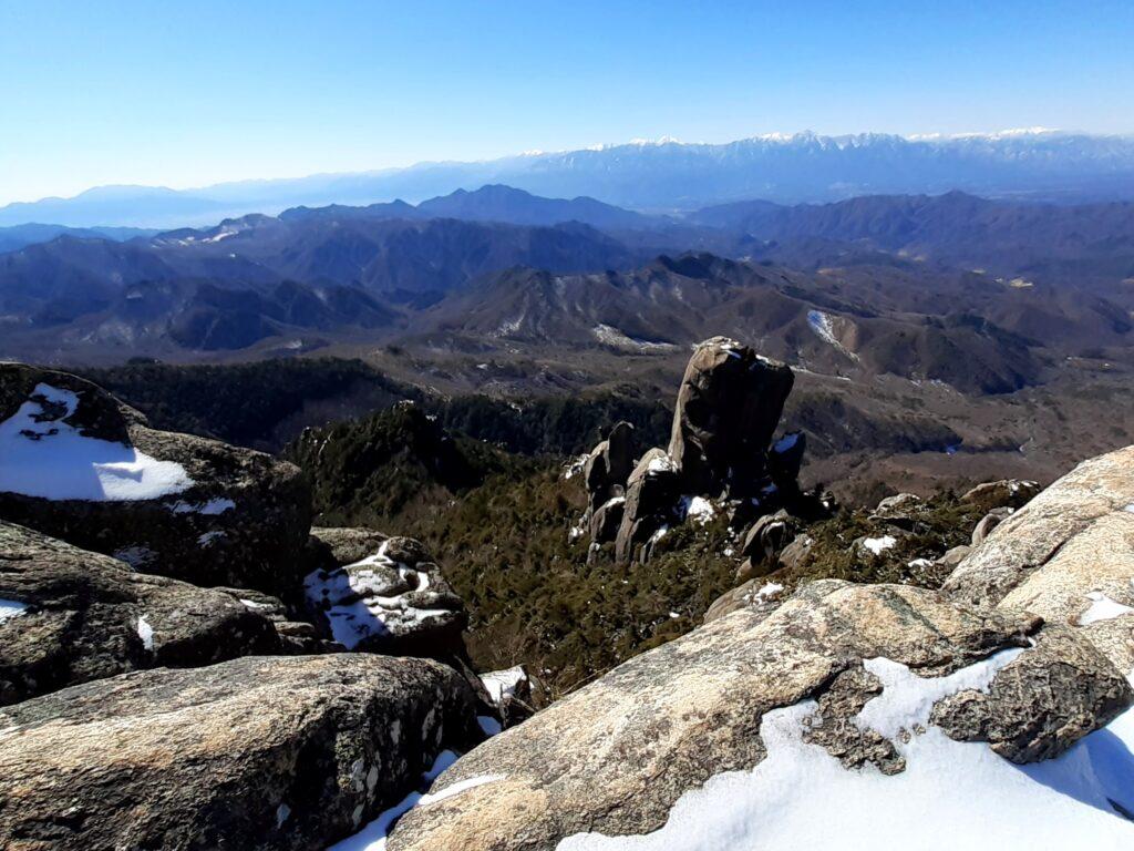瑞牆山は初心者でも登れる日帰り登山 頂上からの眺め
