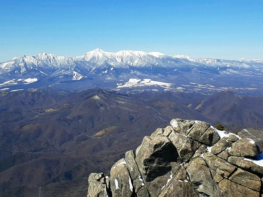 瑞牆山は初心者でも登れる日帰り登山 八ヶ岳を見る