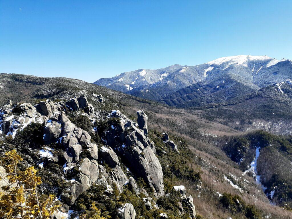 瑞牆山は初心者でも登れる日帰り登山 金峰山も見える