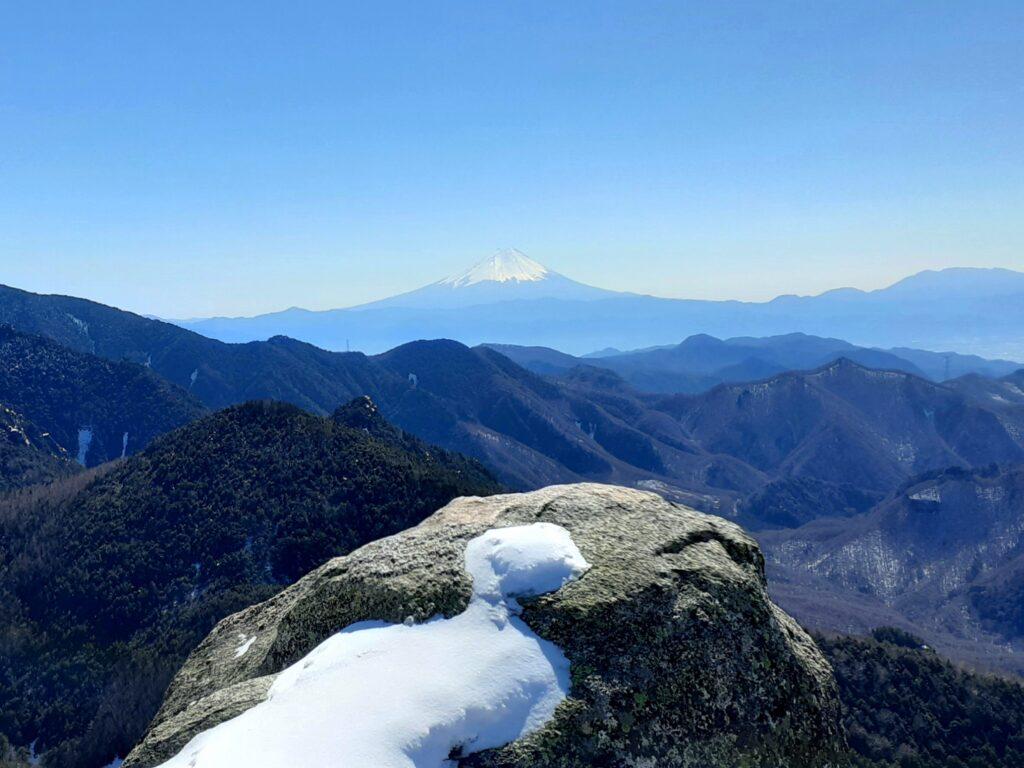 瑞牆山は初心者でも登れる日帰り登山 富士山も見える