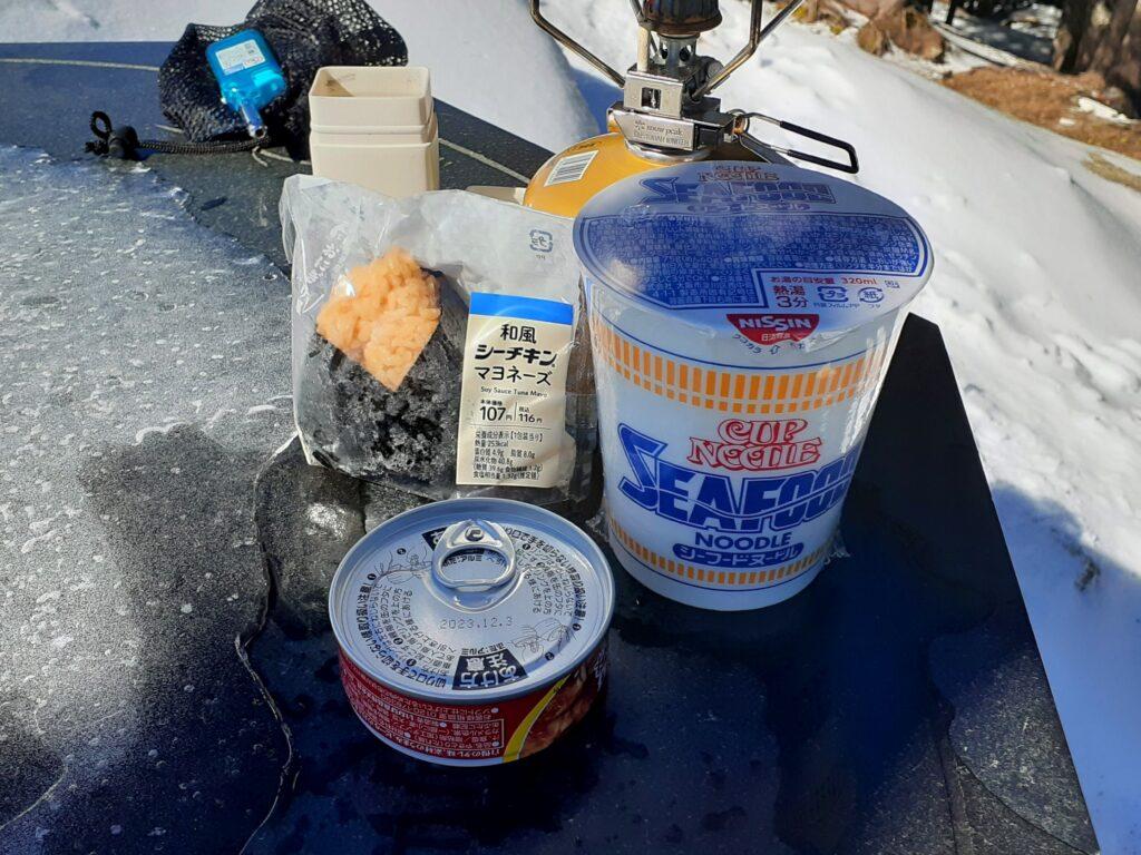 瑞牆山は初心者でも登れる日帰り登山 山飯を食べる