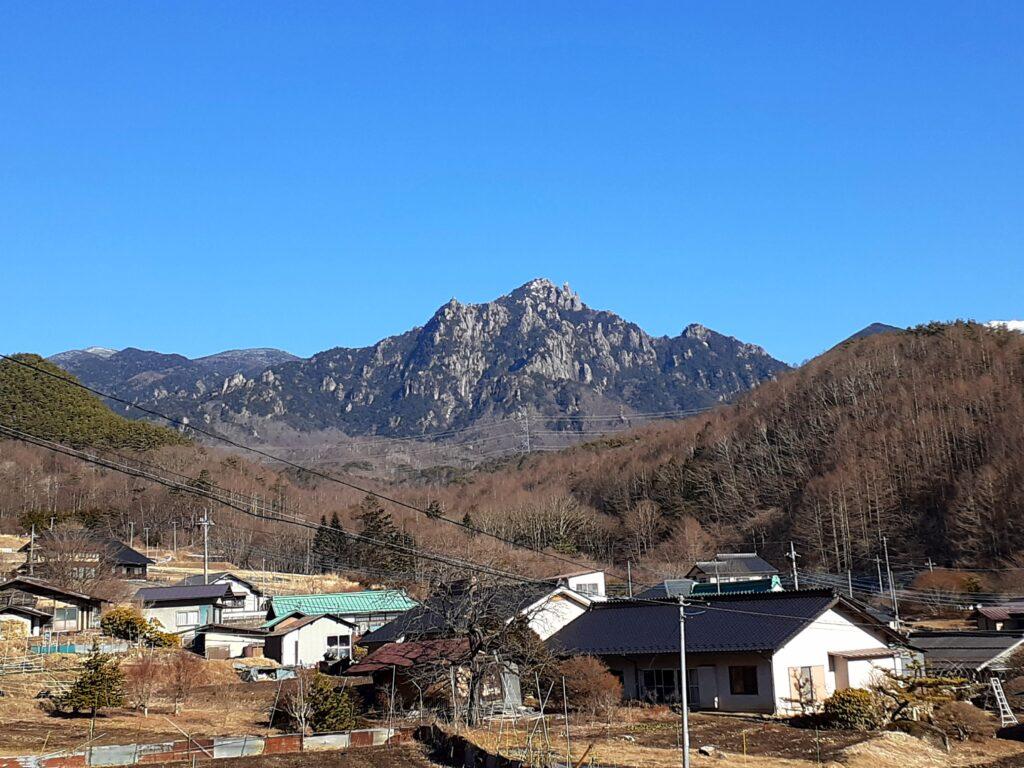 瑞牆山は初心者でも登れる日帰り登山 遠くからの眺め
