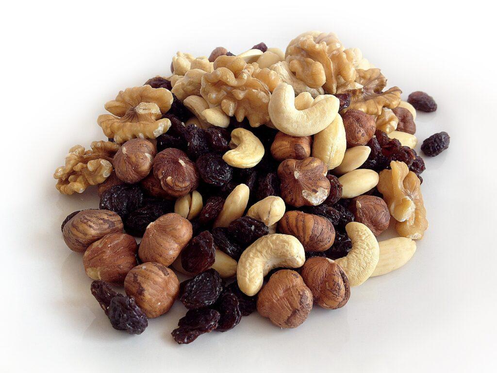 ナッツ類(ビタミンEとオメガ3系脂肪酸) 受験勉強に効果的な食べ物