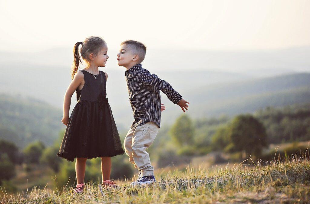 【話が聞けない子供の特徴】親ができる「聞く力」を育てる方法とは?
